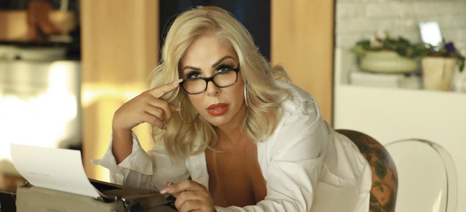 Resultado de imagem para Aos 51, Rosana Menezes estampa capa da revista Sexy