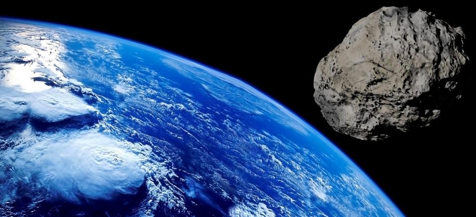 asteroide de 55 mi de toneladas est225 vindo para a terra