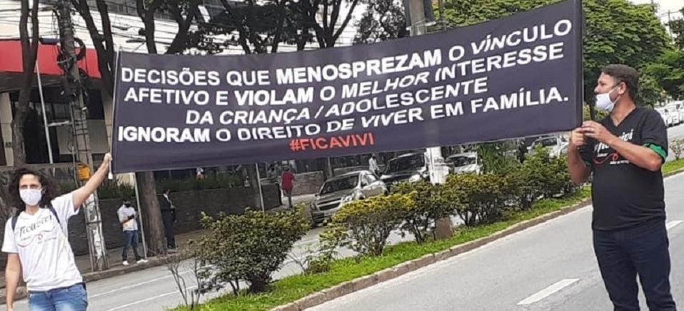 Reprodução/Facebook/FicaVivi