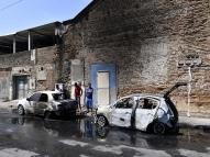 No Recife, carro pega fogo e chamas atingem outro veículo