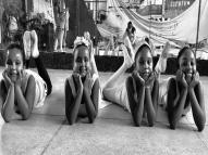 Crianças da periferia se apresentam no Teatro Beberibe
