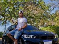 Ex-BBB Rodolffo exibe carro avaliado em R$ 300 mil