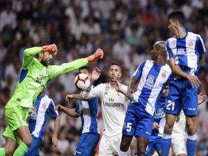 Com ajuda do VAR, Real Madrid derrota Espanyol