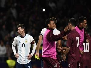 No retorno de Messi, Argentina leva 3 x 1 da Venezuela
