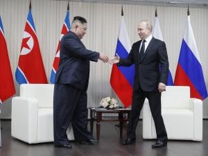 Kim pede a Putin para resolverem juntos questão nuclear