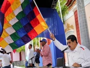 Bolívia rompe com Maduro e médicos cubamos saem do País