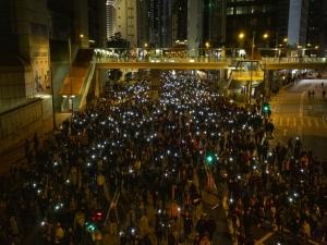 Multidão volta às ruas para protestar em Hong Kong