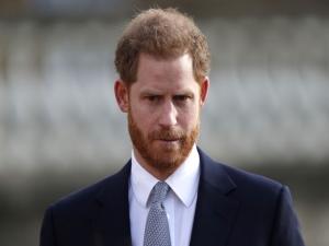 Harry expressa tristeza por se afastar da família real