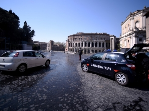 Primeiro-ministro prevê reabertura da Itália em abril