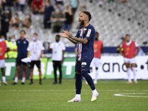 Longe de problemas fora de campo, Neymar tenta liderar PSG