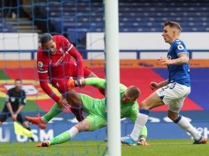 Pickford não será punido por entrada em Van Dijk