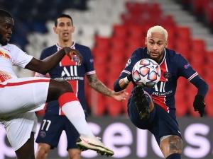 Com gol de Neymar, PSG vence e respira na Champions League