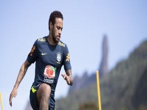 Presidente do PSG diz que ninguém obrigou Neymar a assinar
