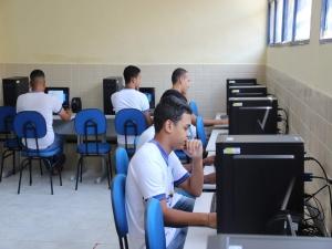 Escolas públicas de Olinda recebem novos telecentros