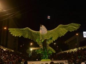 Gigante do Samba é campeã contestada por escolas rivais