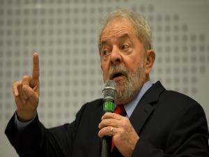 Hoje na prisão, Lula brilhou no Fórum de Davos em 2003
