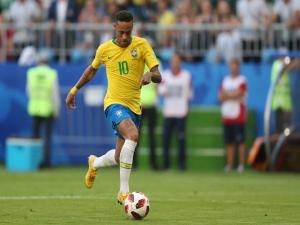 Neymar: 'Não posso pedir licença para fazer o gol'
