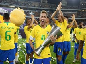 Neymar comemora vitória: 'Não importa se é amistoso'
