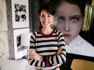 Após processar Globo, Carolina Ferraz vira youtuber