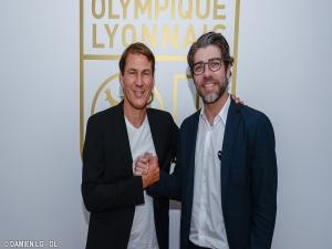 Lyon contrata técnico francês para substituir Sylvinho