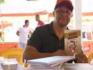 Kuki lança biografia com sessão de autógrafos nos Aflitos