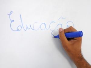 Paraíba divulga edital para contratar mil professores