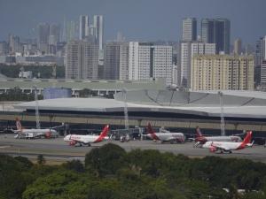 Mulher com suspeita de coronavírus desembarca no Recife