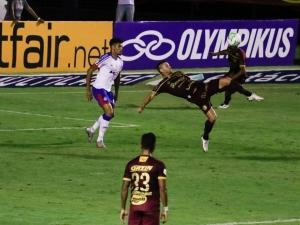Thiago Neves marca gol de bicicleta e Sport vence o Bahia