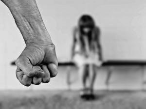 Homem mata mulher grávida para não assumir paternidade