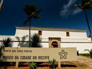 Espaços culturais voltam a abrir as portas no Recife