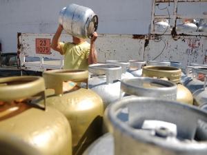 Petroleiros anunciam greve e pedem queda no preço do gás