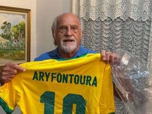 Sucesso na internet, Ary Fontoura completa 88 anos