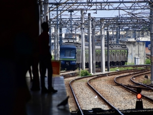 Comerciante informal é atropelado por metrô no Recife