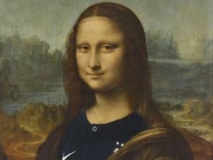 Louvre põe camisa da França na Mona Lisa e causa polêmica