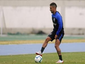 Biro Biro sofre parada cardíaca em treino do Botafogo