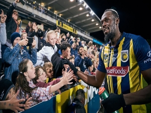 Bolt rejeita sua primeira proposta no futebol profissional