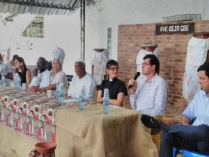 Evangélicos ajudam na reconstrução de terreiro