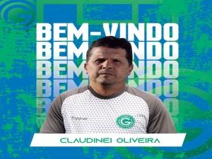 Torcedor liga para direção do Goiás e corneta Claudinei