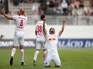 Bragantino goleia Londrina e aumenta vantagem na liderança