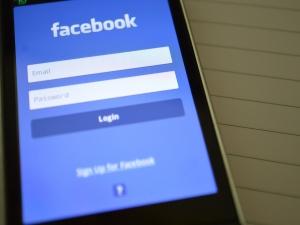Facebook diz que não permitirá mais anúncios ofensivos