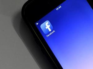 Novidade do Facebook silencia amigos chatos por 30 dias