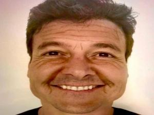 Rodrigo Faro completa 46 anos e aparece irreconhecível
