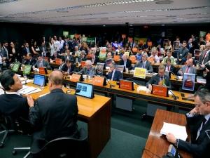 Greenpeace assume ter deixado mala com alarme na Câmara