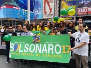 Manifestantes fazem ato pró-Bolsonaro em Nova York