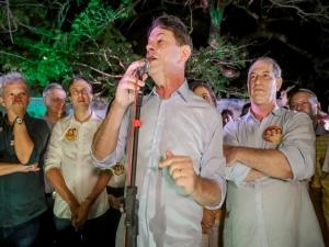 Cid quer impedir Bolsonaro de usar a imagem dele no guia
