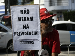 'Não mexam na Previdência', pedem manifestantes no Recife