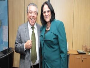 Internautas reprovam foto de Damares com Maurício de Sousa