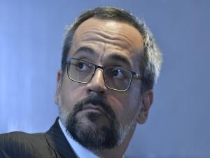 Ministro da Educação defende Eduardo para embaixada