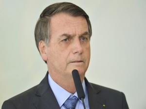 Bolsonaro assina decreto sobre bem-estar animal
