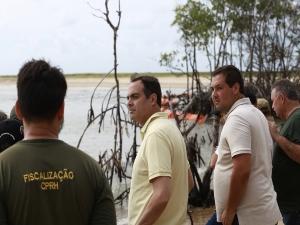 Paulo sobrevoa praias e cobra ações do Governo Federal